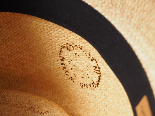 パナマ帽の焼印の写真