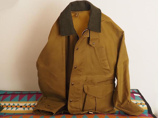 自立するジャケット